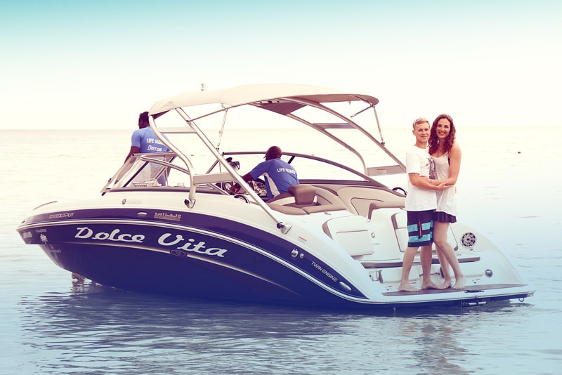 alignthoughts-boat-couple-best-ways-to-propose-your-girlfriend