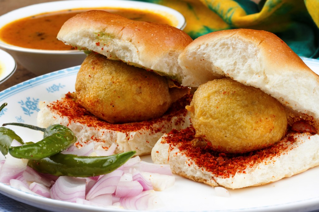 aligntthoughts-vada-pav-streetfood