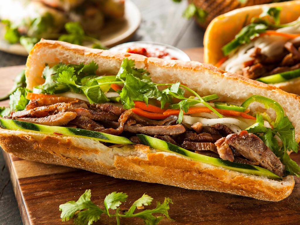 6alignthoughts-street-food-banh-mi-vietnam