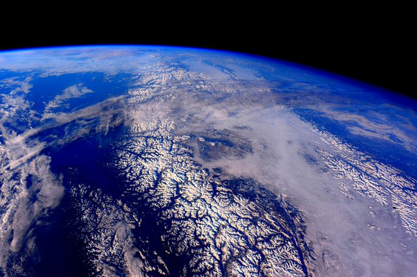 align thoughts-outer-space-scottkelly-canadian-rockies