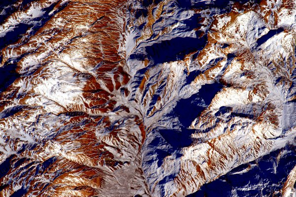 align thoughts-outer-space-scottkelly-mountains-with-snow