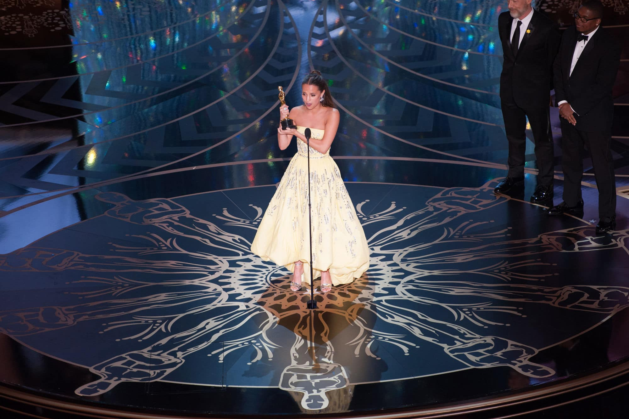 alignthoughts-oscars-2016-show-highlights-pictures-Alicia Vikander