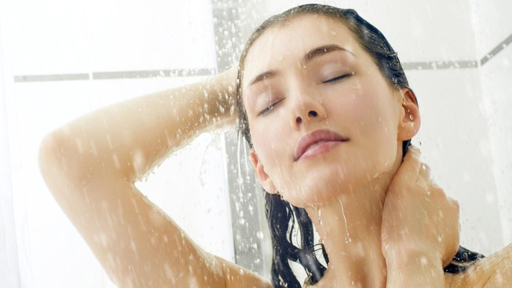 lignthougts-taking-shower-daily-is-bad-for-you-skin-tips