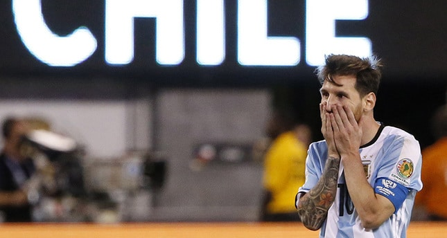 messi-hearbroken-after-losing-against-chile-copa-america