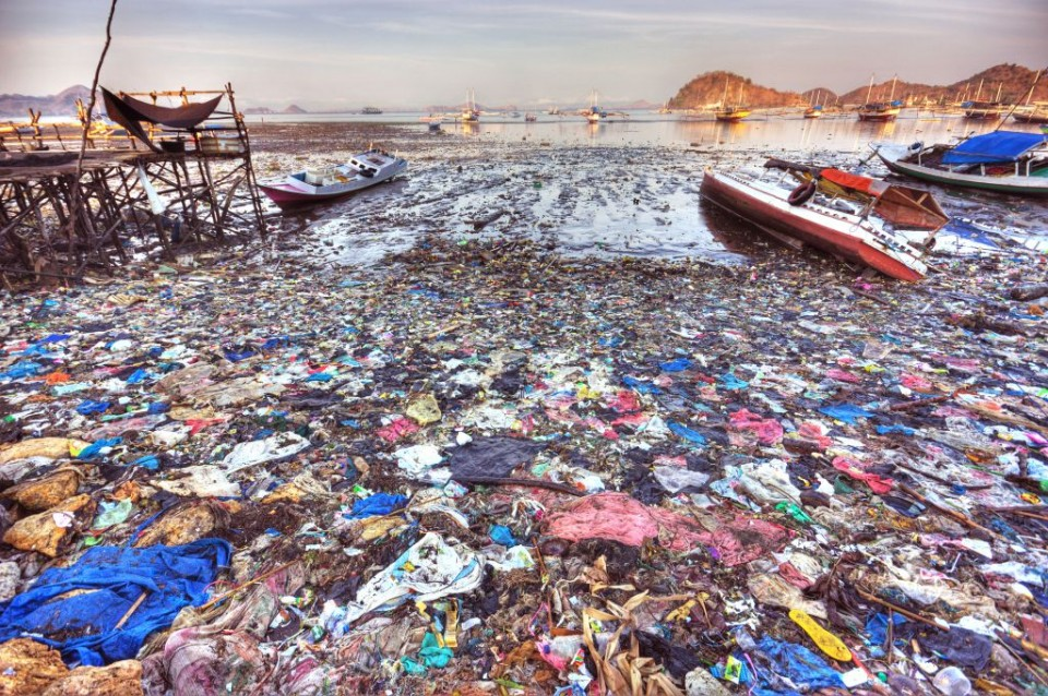 alignthoughts-plastic-garbage-in-the-sea