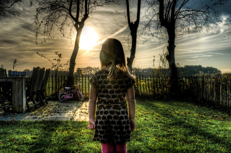 align-thought-kid-girl-standing-alone-psychosis