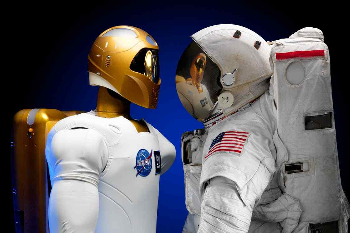 robonaut-machines-will-robots-visit-mars-before-humans-alignthoughts