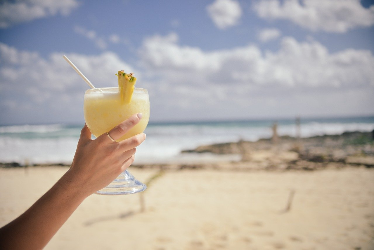 easy cocktail recipes-how to prepare pina colada