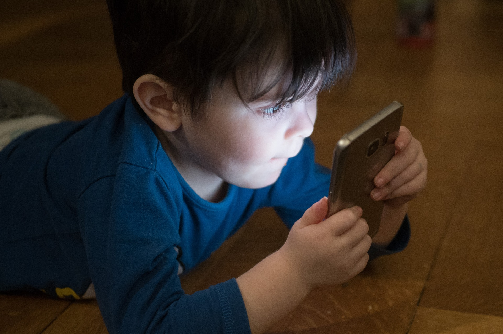 how is young too young for a smart phone-alignthoughts-effects of mobile phones on children