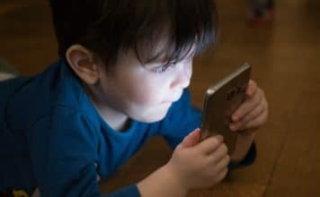 should-kids-have-smartphone-alignthoughts