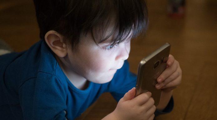 should-kids-have-smartphone-alignthoughts