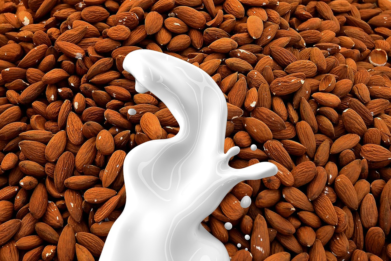 science-backed-health-benefits-of-almond-milk-alignthoughts