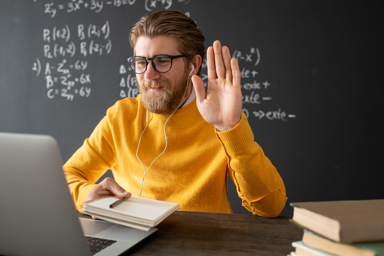 friendly-teacher-how-to-be-a-good-teacher-alignthoughts