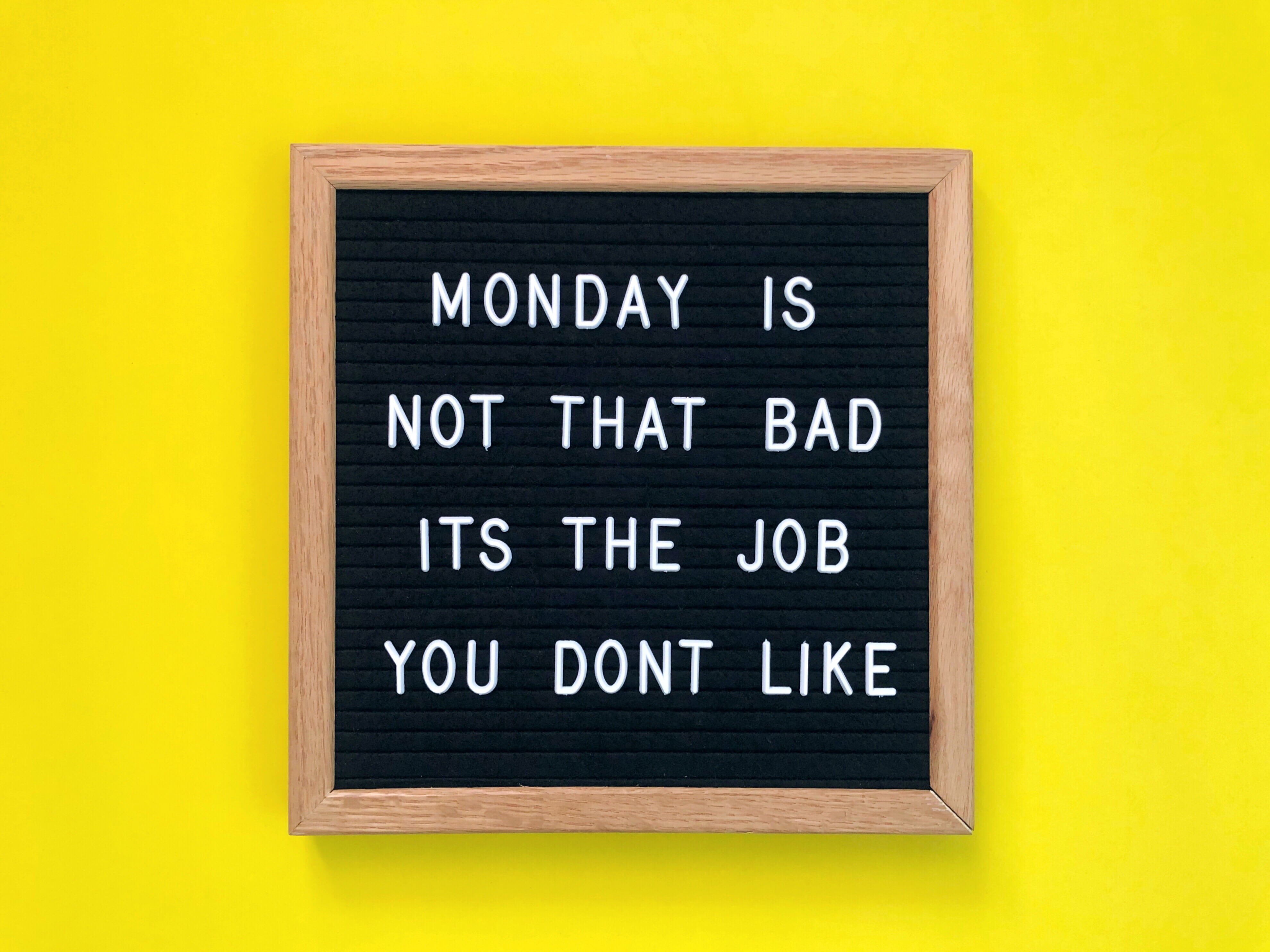 signs-you-dont-like-your-job-monday-is-not-that-bad-alignthoughts