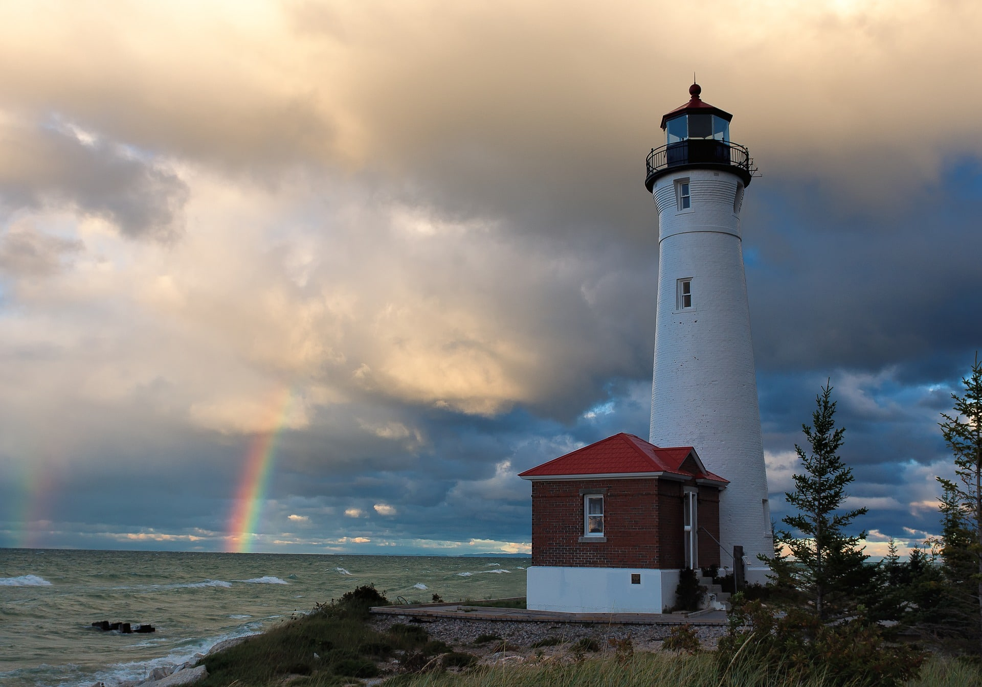 lighthouse-UpperPeninsula, Michigan-summer-destinations-in-america-alignthoughts