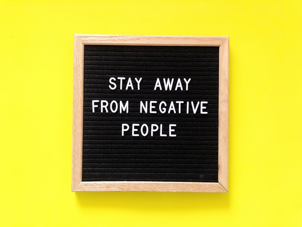 stay-away-from-negative-people-alignthoughts